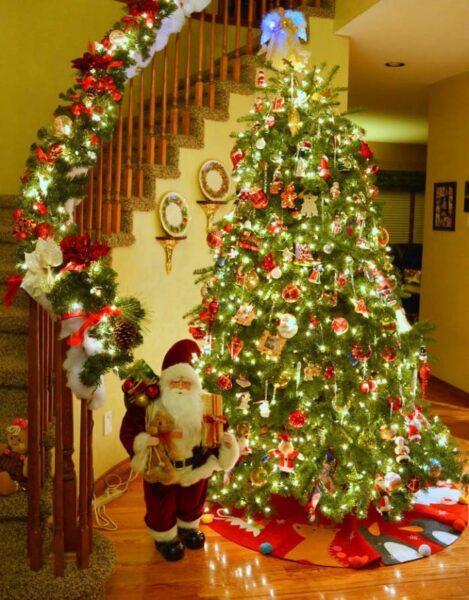 Hình ảnh cây thông Noel trong nhà