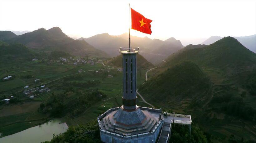 Hình ảnh cờ đỏ sao vàng mang hồn sông núi Việt Nam