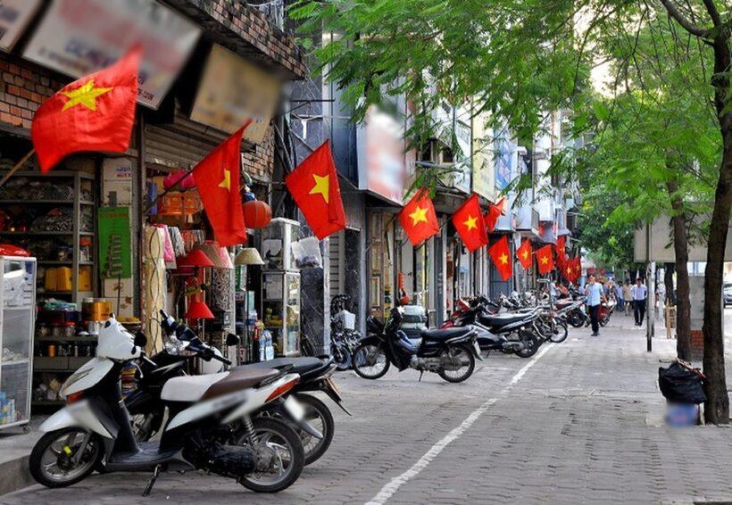 Hình ảnh cờ đỏ sao vàng trên mọi nẻo đường