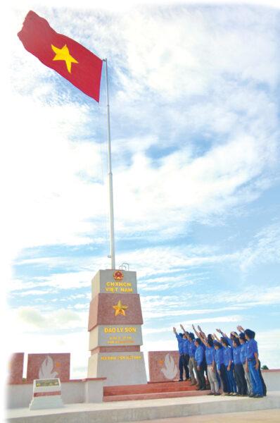 Hình ảnh cờ đỏ sao vàng tung bay