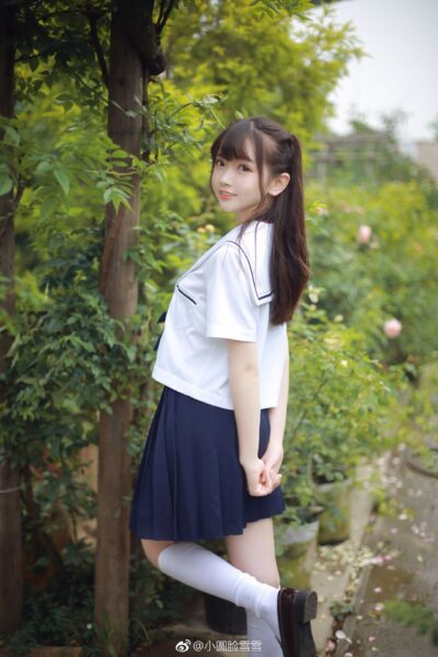 hình ảnh gái xinh cấp 2 mặc đồng phục dễ thương