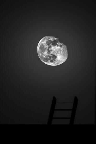 hình ảnh hy vọng vượt đến cung trăng