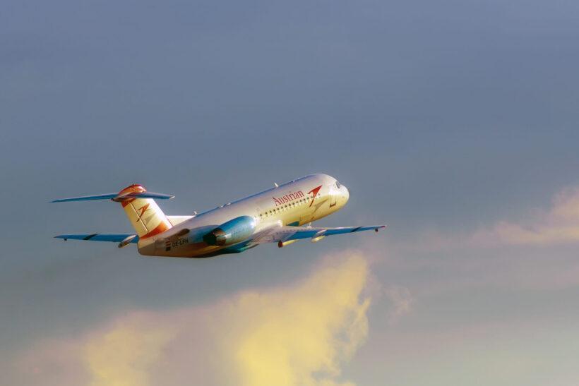 hình ảnh máy bay bay lên bầu trời