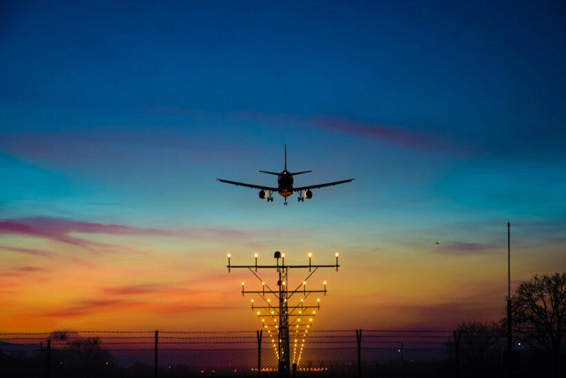 hình ảnh máy bay cất cánh