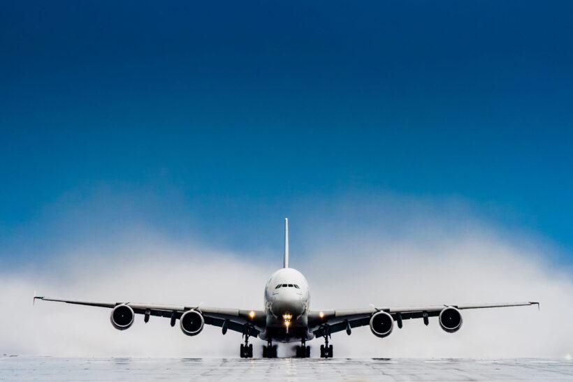 hình ảnh máy bay chuẩn bị cất cánh