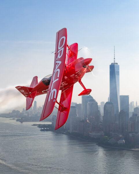 hình ảnh máy bay đang bay lượn