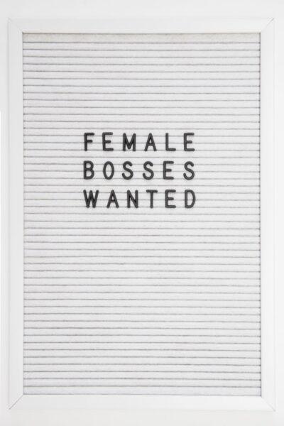 hình ảnh tuyển dụng nữ quản lý