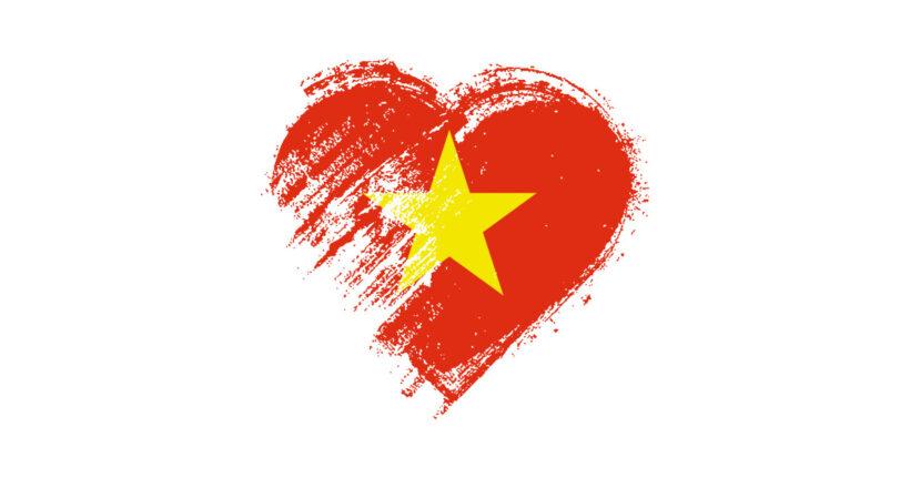 Hình ảnh vẽ cờ đỏ sao vàng trong tim người Việt