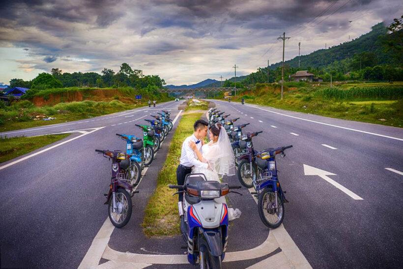 Chụp ảnh cưới với dàn xe Dream chất nhất