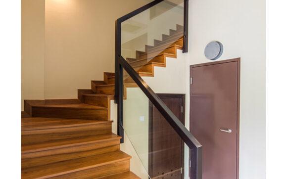 Hình ảnh cầu thang đẹp bằng gỗ