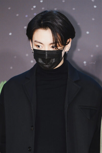 Hình ảnh Jungbook đeo khẩu trang chất, ngầu nhất