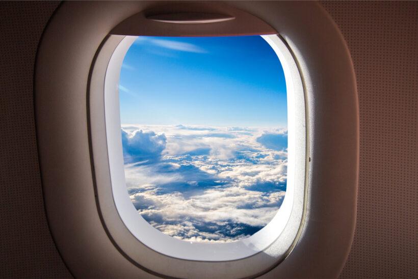 hình ảnh máy bay nhìn qua cửa sổ