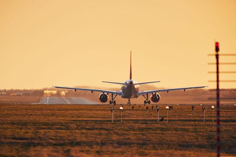 hình ảnh máy bay ở đường băng