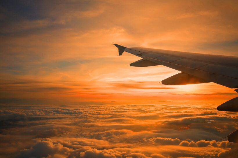 hình ảnh máy bay trên biển mây
