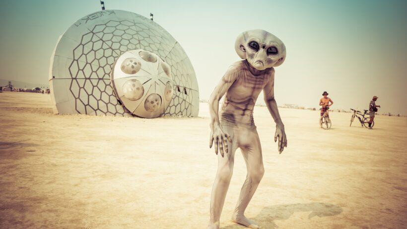 Hình ảnh người ngoài hành tinh trên bãi biển