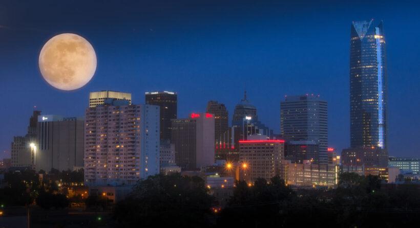 hình ảnh siêu trăng giữa lòng thành phố