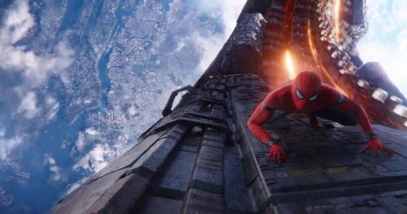 Hình ảnh Spider Man bò trên tường