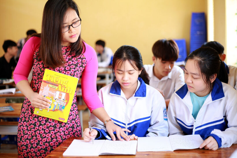 Hình ảnh thầy cô giáo và học sinh