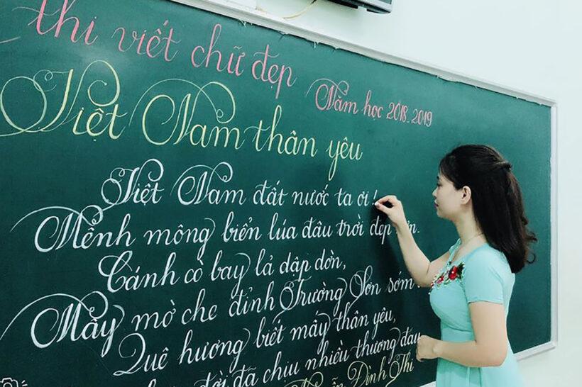Hình ảnh thầy cô giáo viết chữ đẹp