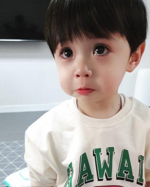 Hình ảnh trẻ em khóc dễ thương