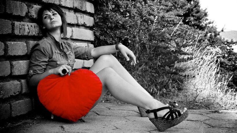 Hình ảnh Valentine buồn của người con gái