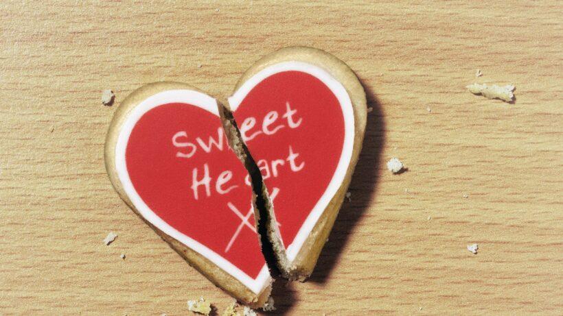 Hình ảnh Valentine buồn, trái tim tan vỡ