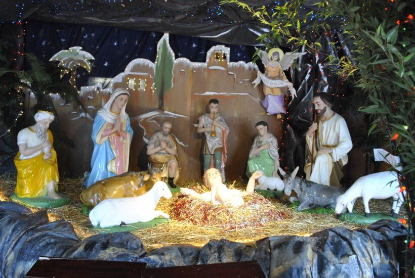 Hình hang đá Giáng Sinh lung linh đèn màu