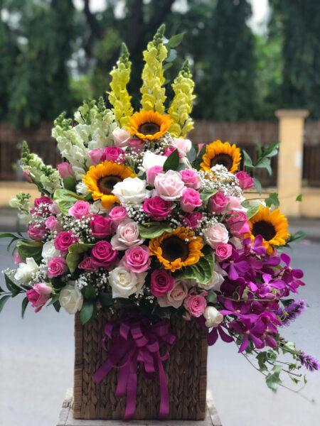 Mẫu hoa để bàn chúc mừng