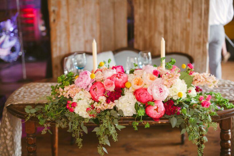 Mẫu hoa để bàn cô dâu chú rể
