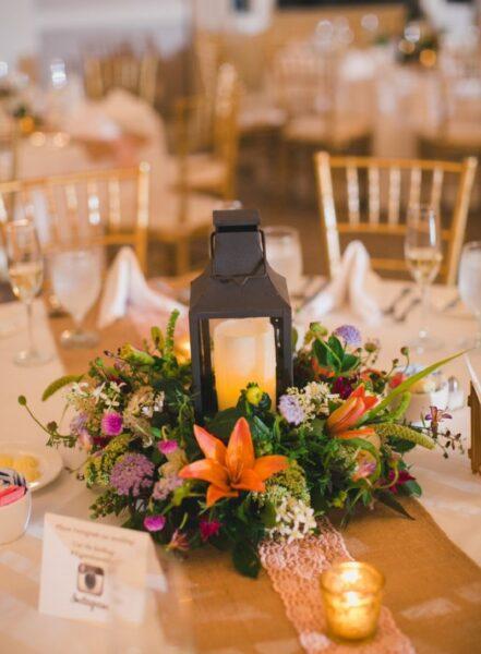 Mẫu hoa để bàn cưới đẹp