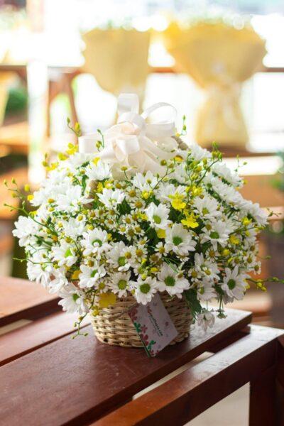 Mẫu hoa để bàn đơn giản và đẹp mắt