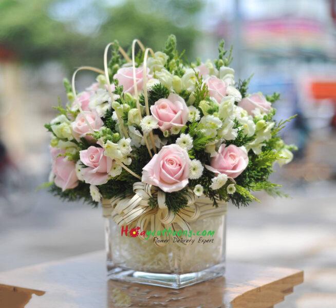 Mẫu hoa để trang trí trên bàn làm việc đẹp