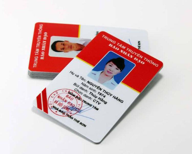 Mẫu thẻ nhân viên nhà báo