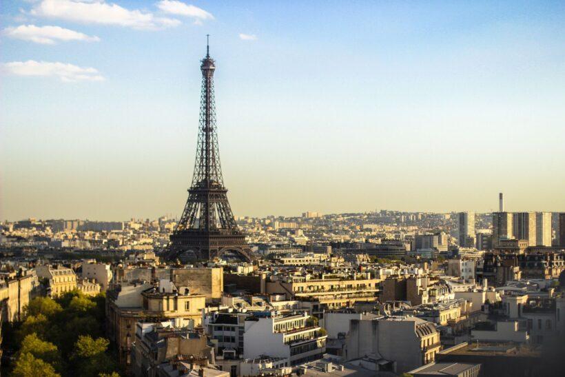 Ảnh tháp Eiffel ở Paris ngày nắng