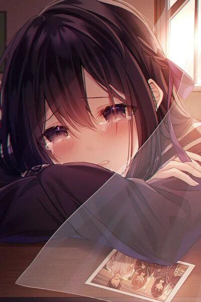 Hình ảnh cô gái khóc trong đêm
