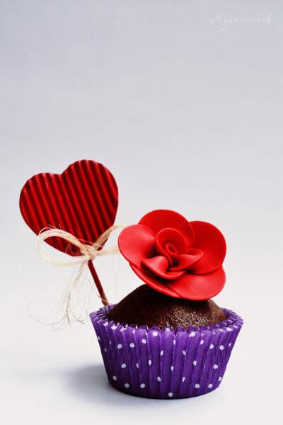 Hình ảnh socola và hoa hồng