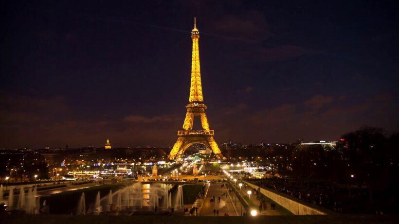 Tháp Eiffel đẹp lung linh về đêm