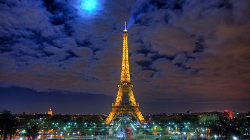 Tháp Eiffel lúc đêm khuya