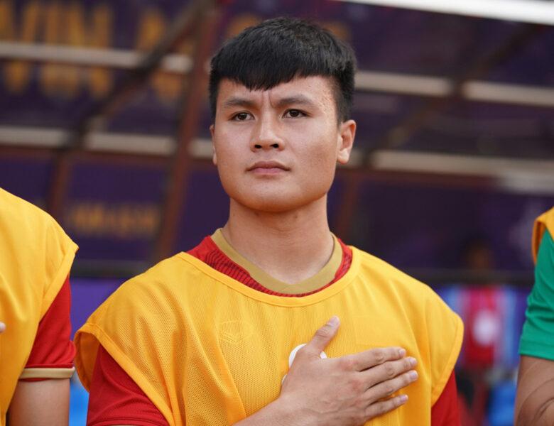 Hình ảnh Quang Hải trong ghế dự bị